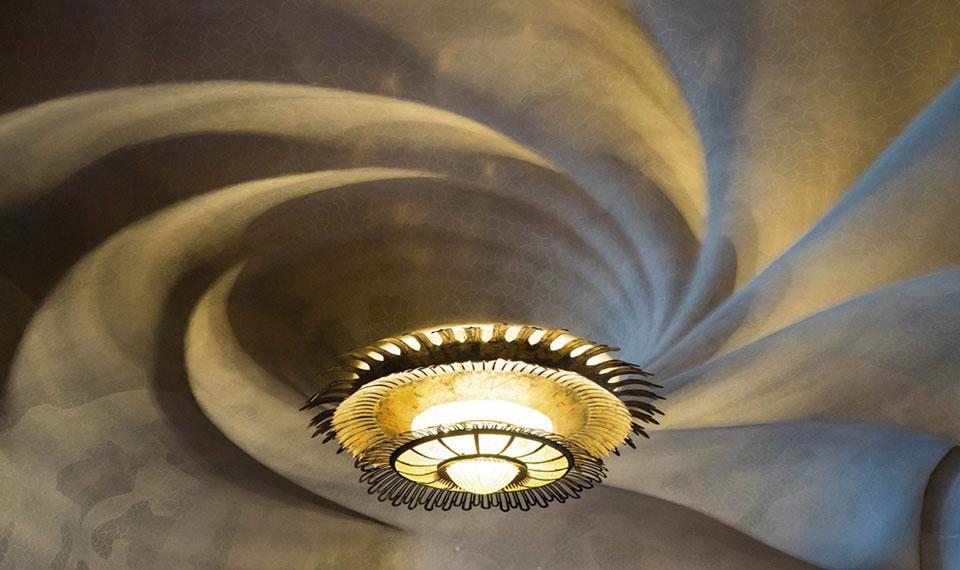 Llum de sostre en forma de caragol