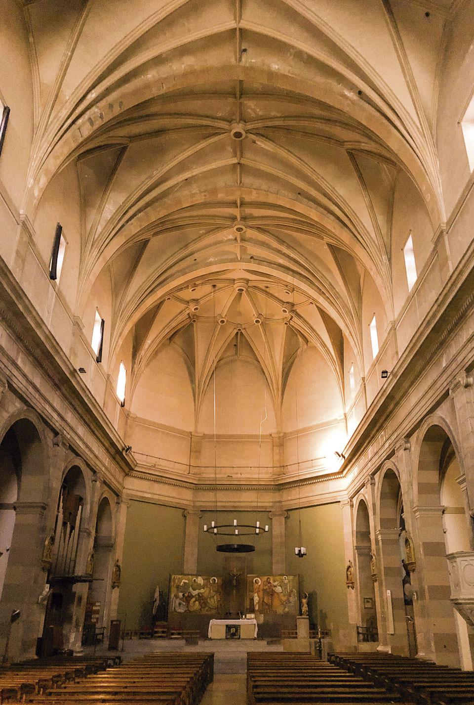 Interior de l'església de Sant Jaume de RIudoms