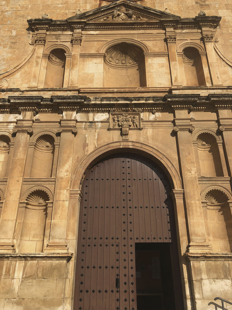 Façana de l'església de Sant Jaume de RIudoms